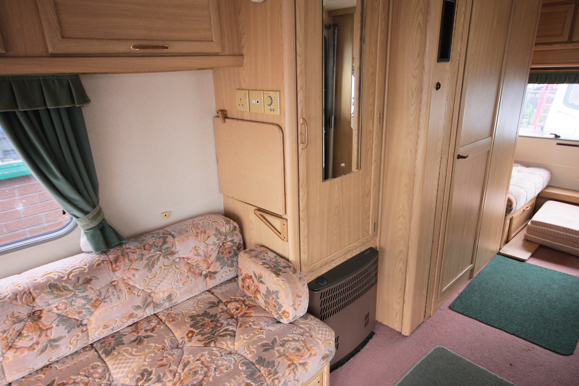 Kina Campers 038 Caravan: 4/5 berth Lunar Planet Jupiter