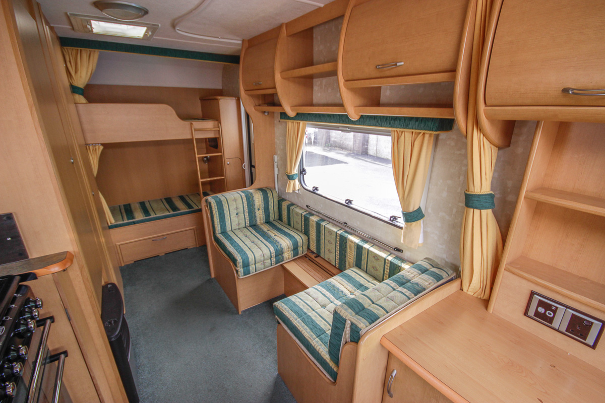 Kina Campers 11 6 Berth Abbey Expression End Bunks