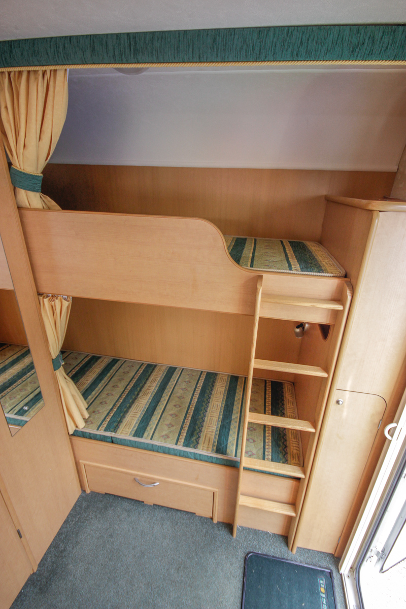 Kina Campers 12 6 Berth Abbey Expression End Bunks