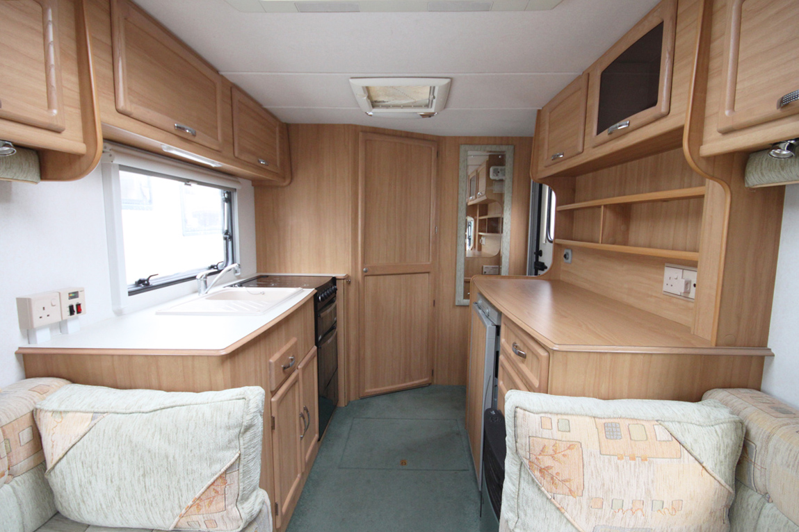 Kina Campers 06 2 Berth Avondale Mayfair 470 End bathroom