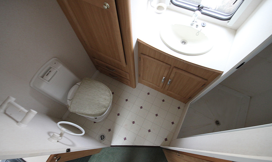 Kina Campers 10 2 Berth Avondale Mayfair 470 End bathroom