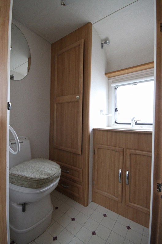 Kina Campers 11 2 Berth Avondale Mayfair 470 End bathroom